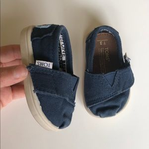 Navy Blue Canvas Tiny Toms Infant sz 3